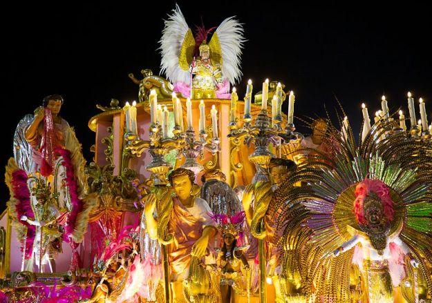 By Nicolas de Camaret from São Paulo, Brazil (Carnaval 2014 - Rio de Janeiro) [CC BY 2.0 (http://creativecommons.org/licenses/by/2.0)], via Wikimedia Commons